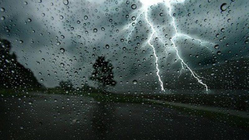 نشرة إنذارية.. أمطار رعدية بعدد من الأقاليم مع رياح قوية وتساقط البرد