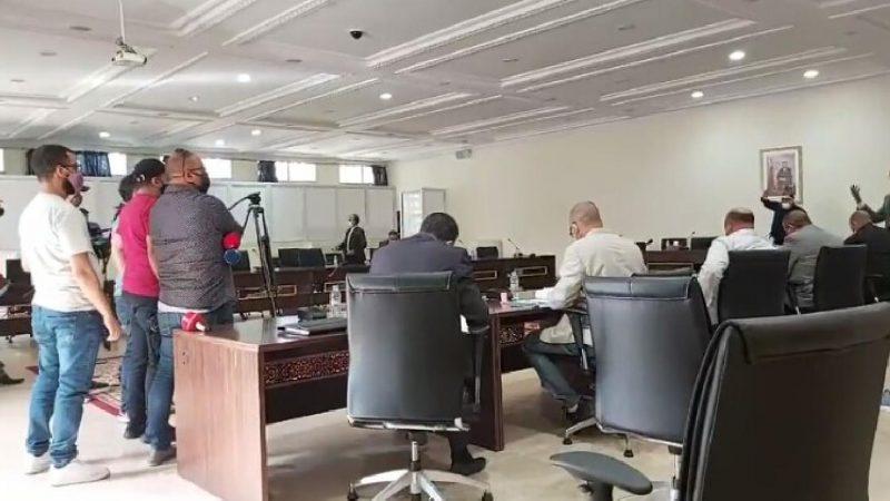 مرة أخرى صحفيون مهنيون يمنعون من تغطية دورة المجلس الإقليمي بالصويرة بعلة التدابير والإجراءات الإحترازية