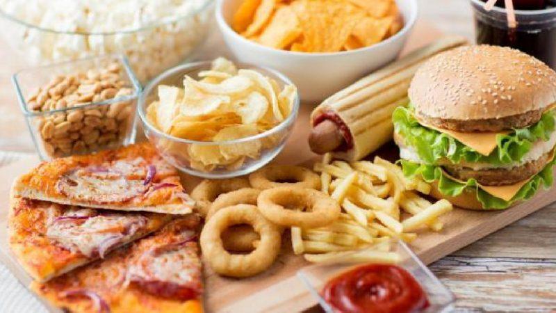 لماذا تعشق أدمغتنا الطعام غير الصحي؟