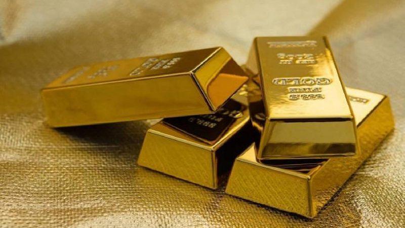 الذهب يرتفع بفعل تراجع الدولار وآمال بشأن تحفيز أميركي