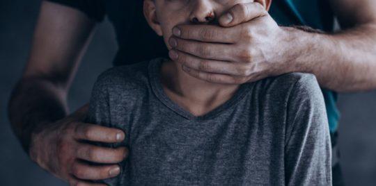 اتهام ميكانيكي باغتصاب طفل قاصر في خلاء