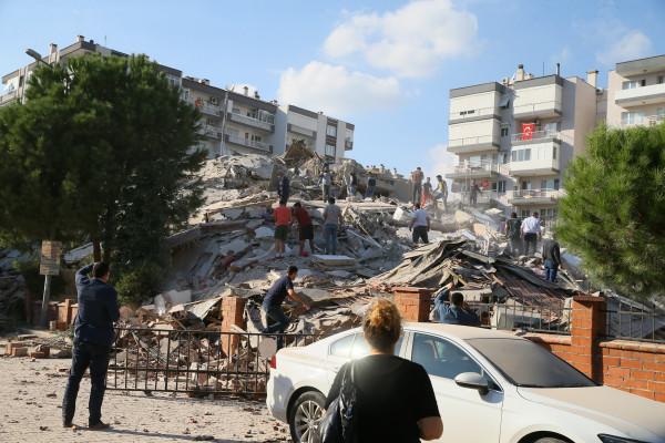 """ارتفاع عدد ضحايا زلزال ولاية """"إزمير"""" غربي تركيا"""