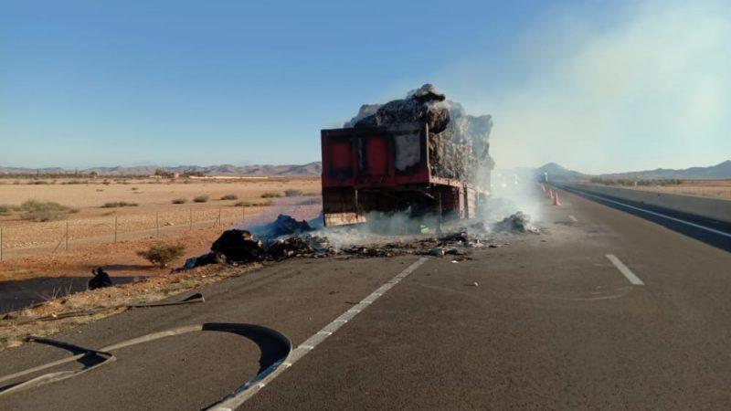 احتراق شاحنة بالطريق السيار بين مراكش وابن جرير وتأخر عناصر الوقاية المدنية لساعات يتسبب في عرقلة حركة السير