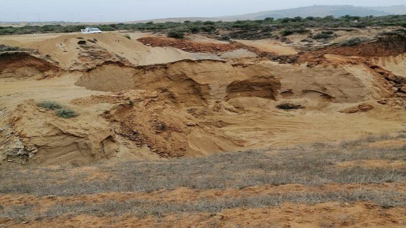 الداخلية والتجهيز في قفص الاتهام بسبب نهب الرمال بالعرائش