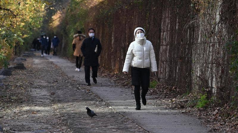 كوريا الجنوبية تسجل أعلى مستوى من إصابات كورونا منذ مارس