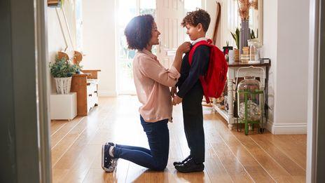 8 أخطاء تقع فيها الأمهات عند اختيار ملابس الأطفال في المدرسة