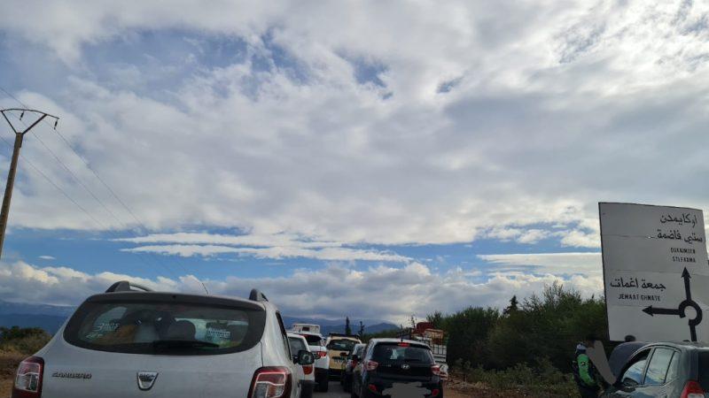 اعتقال مسافرين داخل مركباتهم في طوابير انتظار امام سدود الدرك على طريق أوريكا