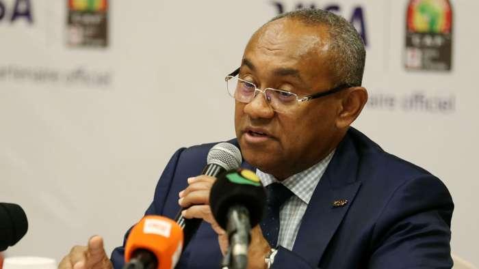 """إيقاف رئيس الاتحاد الأفريقي لكرة القدم """"فيفا"""" خمس سنوات"""