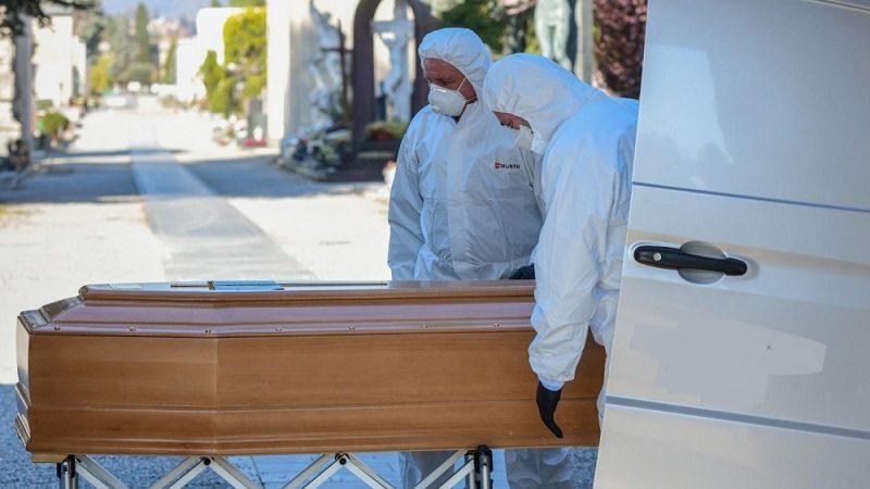 فرنسا تسجل أزيد من 400 وفاة جراء كورونا في يوم واحد
