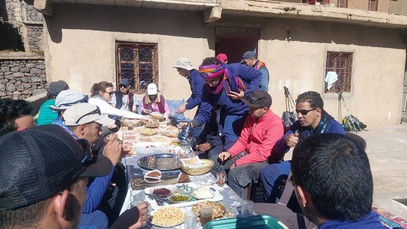 مرشدون سياحيون بإمليل يحتفون بالمغامرة موريسون بحضور سفير المملكة المتحدة في المغرب