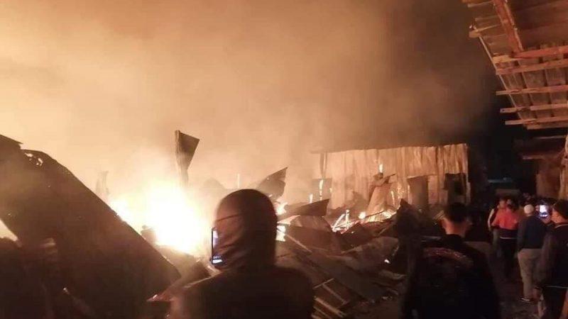 حريق مهول يأتي على سوق المتلاشيات بمدينة سلا ويستنفر السلطات