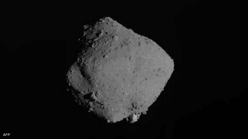 """كويكب """"ريوغو"""" يرسل هدية للأرض.. وعلماء يفحصونها"""