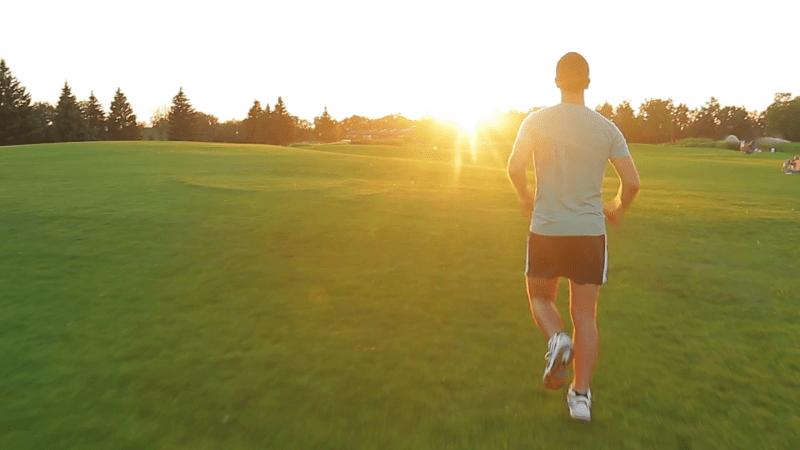 النوم أم ممارسة الرياضة.. أيهما أولوية لجسم الإنسان؟