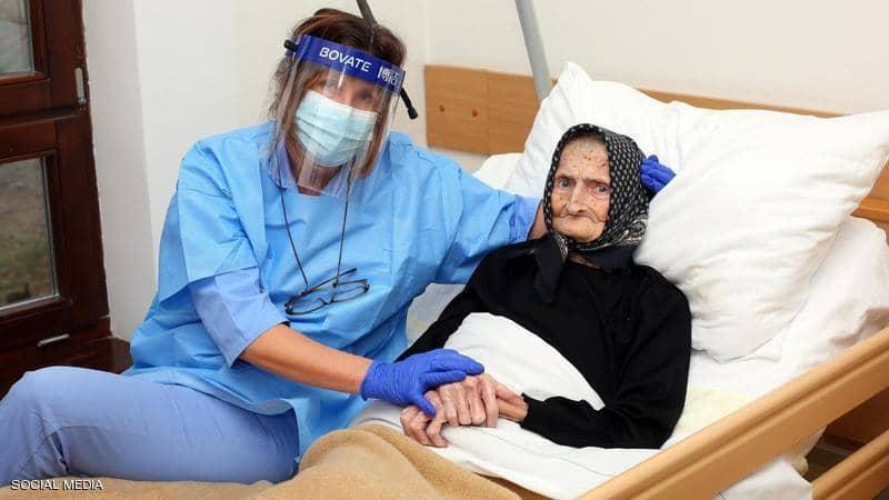 بعمر 99 عاما.. هزمت كورونا وعادت لحياتها
