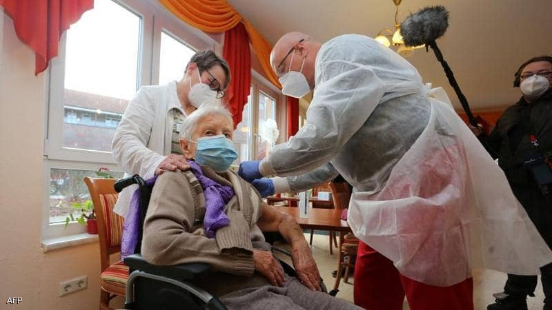 أول من تلقى اللقاح بألمانيا.. عجوز عمرها أكثر من 100 سنة
