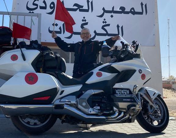 الرحالة عبد الغني أبوفراس يزور معبر الكركرات على متن دراجته النارية