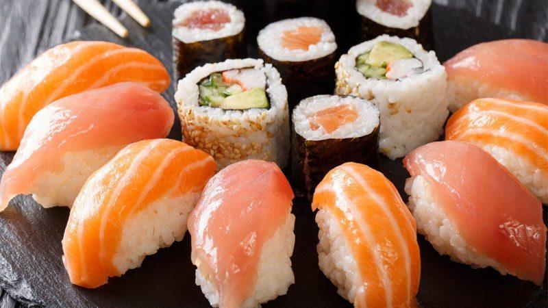 أصابتها هلوسات لأشهر بعد وجبة سوشي.. واكتشاف صادم من الأطباء