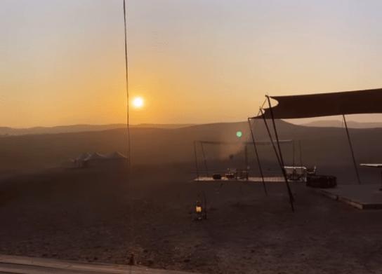 صحراء أكفاي تجذب نجوم العالم للاحتفال برأس السنة