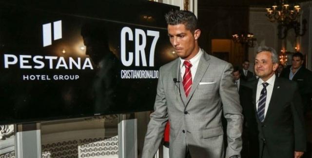 فيروس كورونا يجبر النجم البرتغالي رونالدو على تأجيل افتتاح فندقه في مراكش