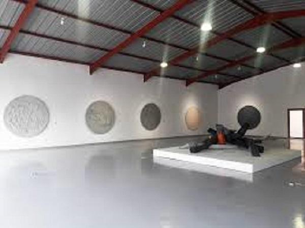 متحف المعادن بمراكش يختتم السنة بمعرض لأعمال الفنان ماحي بنبين