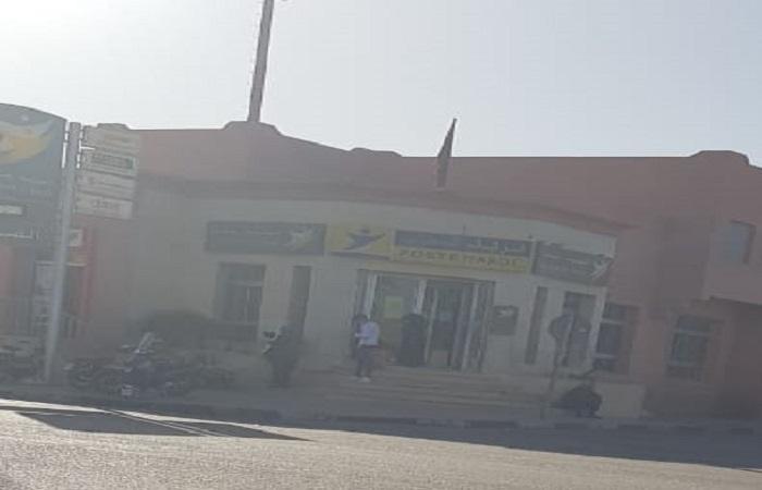 الاكتظاظ والفوضى في وكالة بريد المغرب بشارع العيون يهددان بكارثة صحية