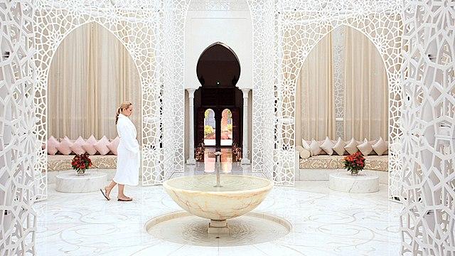 """شراكة جديدة تجمع فندق """"رويال منصور"""" مراكش بشركة عالمية للعناية الصحية"""