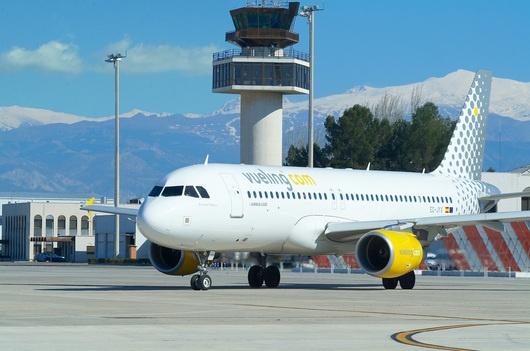 """من بينها مراكش.. شركة الطيران """"فويلينج"""" تسترجع 15 خطا جويا من مطار برشلونة"""
