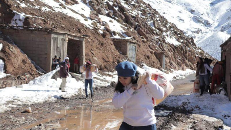 حملات تضامنية لدعم سكان القرى الذين حاصرتهم الثلوج بالحوز