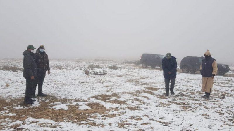 العامل الكراب يقف على عملية فك العزلة عن الساكنة المحاصرة بالثلوج بشيشاوة