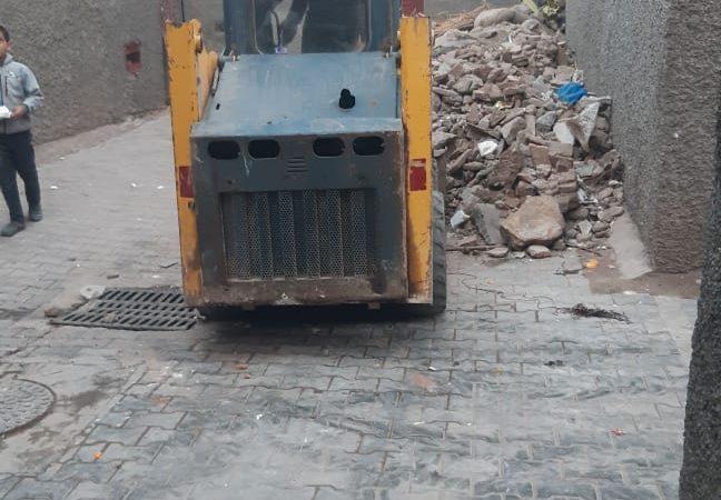 رافعات إزالة أتربة المنازل المنهدمة بالمدينة العتيقة تزعج الساكنة ليلا ونهارا