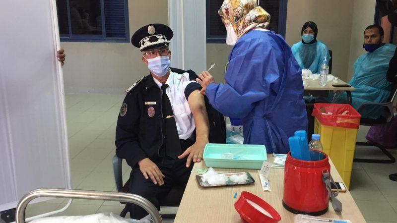 تطعيم عناصر الأمن والقوات المساعدة بمراكش بلقاح استرازينيكا