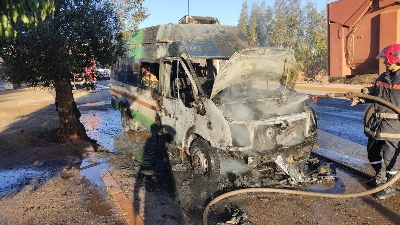 حريق يلتهم سيارة للنقل المزدوج بأيت اورير