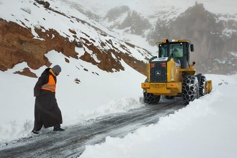 مسؤول: اٍعادة فتح جميع المسالك الطرقية التي تضررت نتيجة تساقط الثلوج