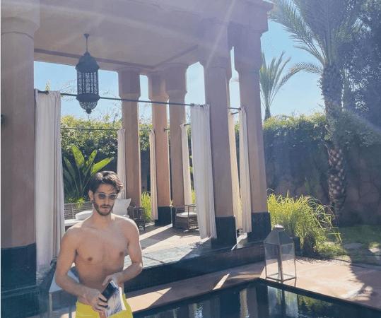 الممثل الفرنسي بيير نيني يقضي عطلته في مراكش