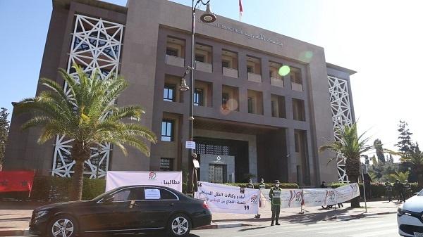 وقفة احتجاجية جديدة لمهنيي النقل السياحي أمام مقر بنك المغرب بشارع محمد السادس
