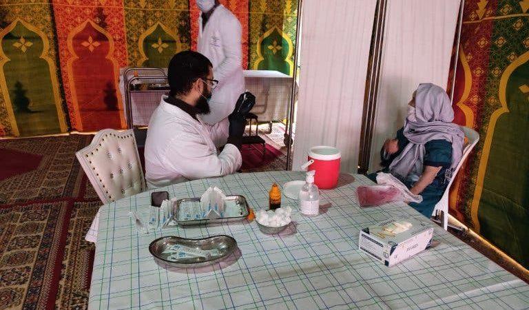 السلطات الصحية لمراكش تطلق حملة التلقيح ضد كورنا بمستوصف تامنصورت
