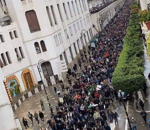 الحراك يعود من جديد في الجزائر