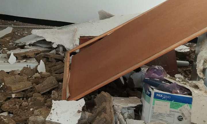 انهيار سقف مكتب قائد قيادة احرارة بأسفي