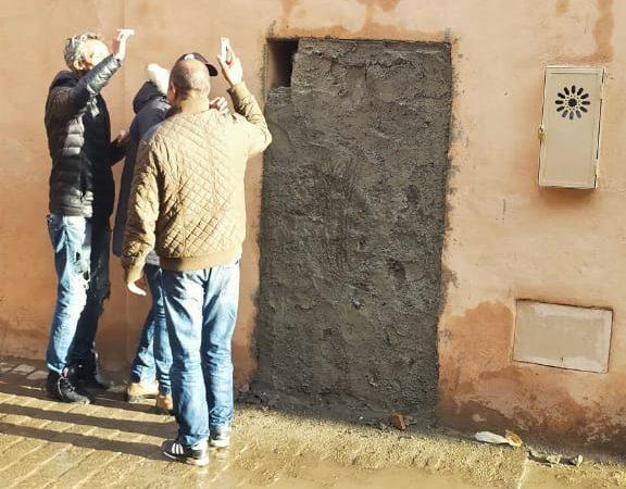 رياض الزيتون: رفض التجاوب مع السلطة المحلية فأغلقت عليه السلطات بابه العشوائي
