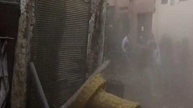 """عاجل: شاهد لحظة انهيار منزل بحي """"أسوأ"""" بالمدينة العتيقة لمراكش"""
