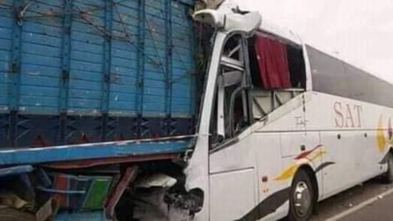 قتيل و35 مصابا في حادثة اصطدام بسبب الضباب بين قتيل و35 مصابا في حادثة اصطدام بسبب الضباب بين حافلة قادمة من مراكش وشاحنة قرب برشيد