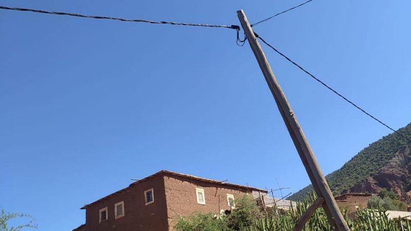 الحوز..أسلاك كهربائية وسط الطرقات وفي الحقول تهدد حياة المواطنين+ صور