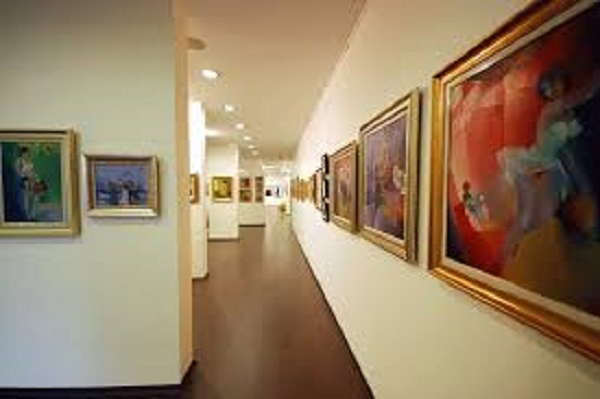 معرض فني جماعي بمراكش يعرض أعمال تسعة فنانين تشكيليين