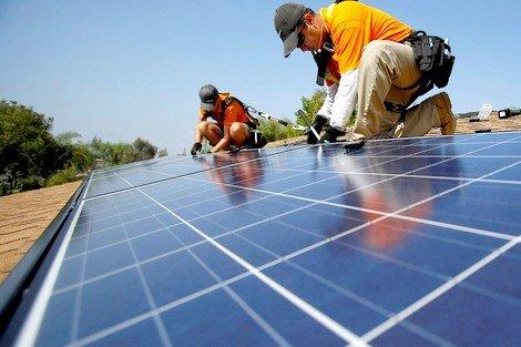 توفير ألواح شمسية لاستخراج مياه الشروب لفائدة سكان دواوير تديلي مسفيوة بالحوز