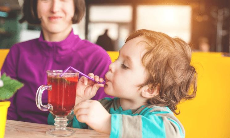 متى يمكن لطفلك أن يحتسي أول كوب من الشاي؟
