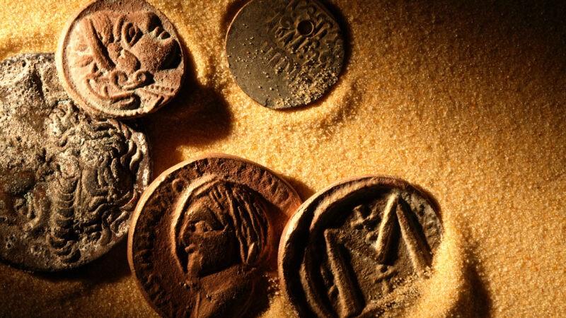من اخترع المال؟ رحلة سريعة في تاريخ القيمة التي ازدهرت بسببها حضارات وفنيت أخرى