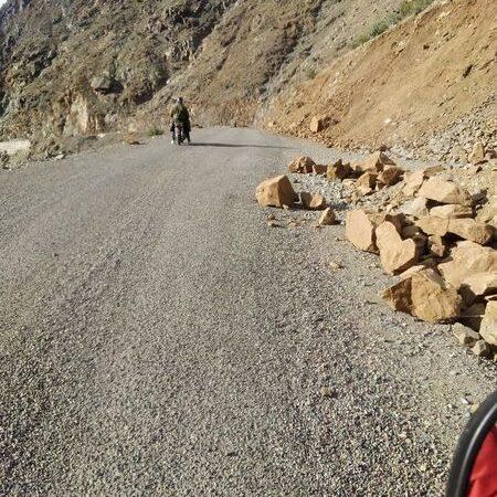 انهيارات صخرية ترعب مستعملي طريق واد امنان بالحوز