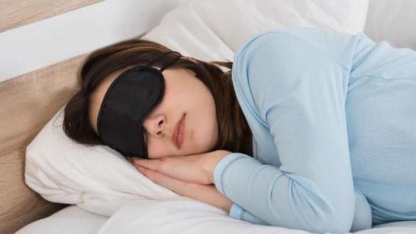 """لمساعدة الجسم على نوم أفضل.. 8 طرق """"مذهلة"""""""
