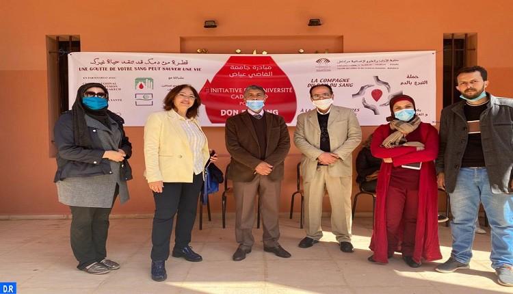 تواصل حملة التبرع بالدم بكلية الآداب والعلوم الإنسانية