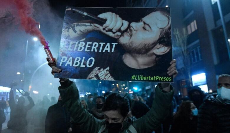 إسبانيا.. تظاهرات بعدة مدن للمطالبة بإطلاق سراح مغني الراب بابلو هاسل